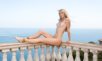 On vacation she takes it all off to enjoy the view nude